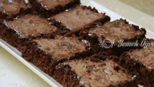 Kakaolu Islak Kek Tarifi – Kakaolu Islak Kek Nasıl Yapılır?