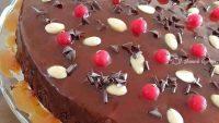 Karamelli Bademli Bol Çikolatali Kek