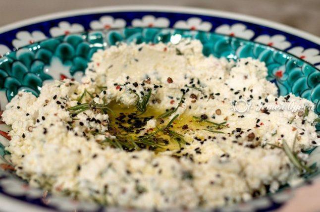 Baharatlı Süzme Peynir Mezesi Tarifi
