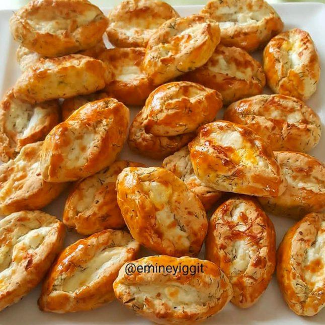 Dereotlu Tereyağlı Peynirli Poğaça Tarifi