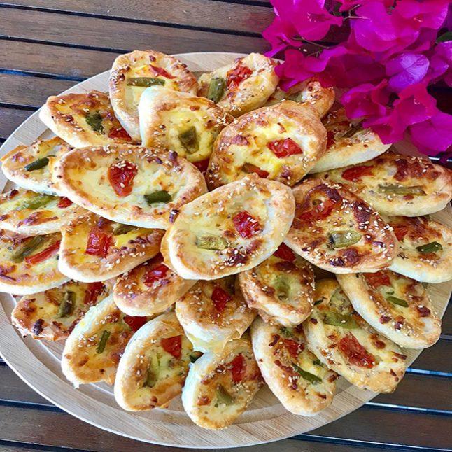 Sandal Pizza Börek Tarifi