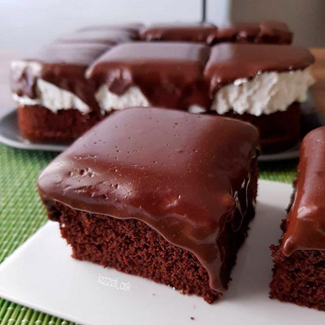 Çaylı Çikolata Soslu Pasta