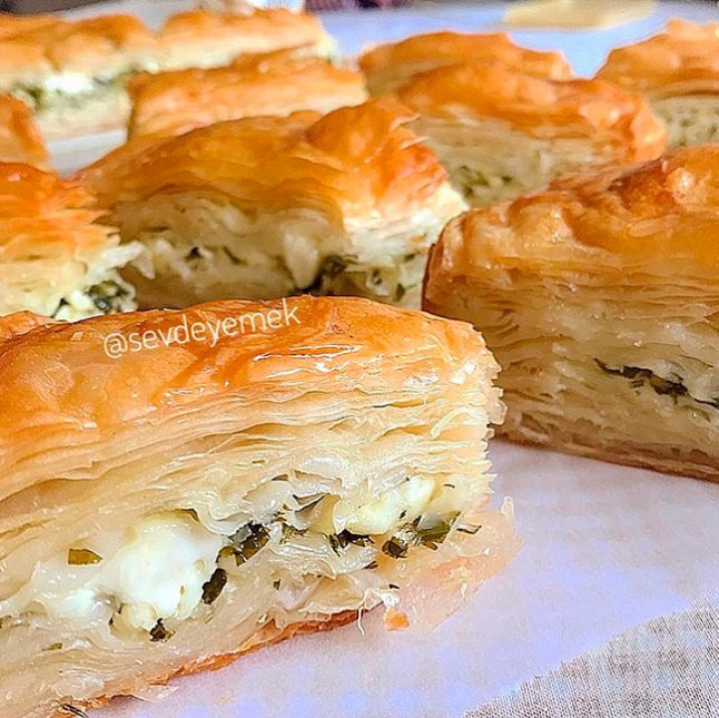 Peynirli Arnavut Böreği