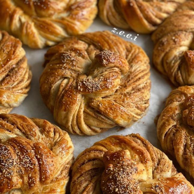 Haşhaşlı Tereyağlı Çörekler