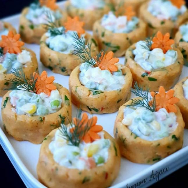 Patates Çanağında Garnitürlü Salata