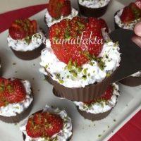 Çikolata tabaklı meyve salatası