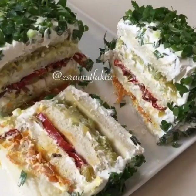 Tost ekmeğinden salata