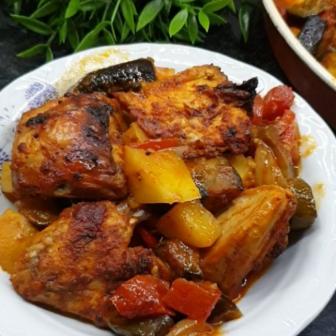 Fırında Soslu Sebzeli Tavuk