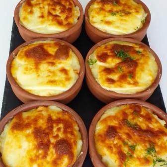 Güveçte Patates Püreli Tavuk Sote