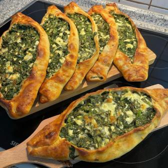Ispanaklı Peynirli Açık Pide